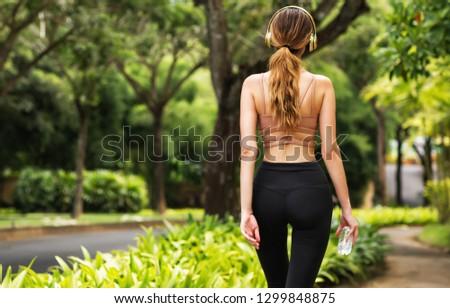hosszú · göndör · haj · hát · karcsú · szőke · nő - stock fotó © Victoria_Andreas