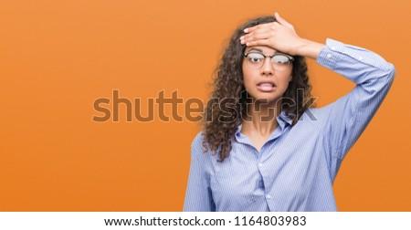 Genç esmer iş kadını gözlük sorun çalışmak Stok fotoğraf © sebastiangauert