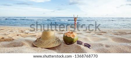 довольно блондинка белый Бикини кокосового пить Сток-фото © wavebreak_media
