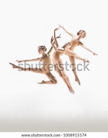 jovem · moderno · bailarino · saltando · branco · isolado - foto stock © master1305