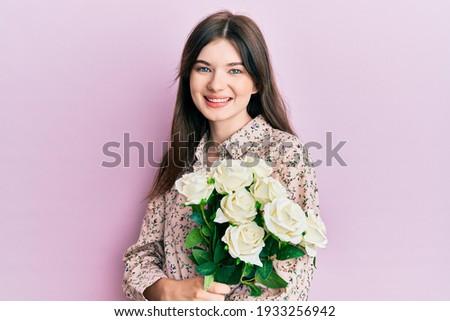 szczęśliwy · niespodzianką · teen · girl · piękna · uśmiech · młodych - zdjęcia stock © victoria_andreas