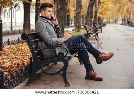 jesienią · spacer · człowiek · objętych · charakter - zdjęcia stock © deandrobot