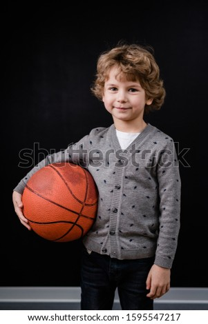 Portret glimlachend schooljongen basketbal team Stockfoto © wavebreak_media