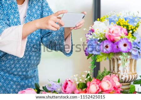 Fiatal nők üzlet tulajdonos virágárus elvesz fotó Stock fotó © snowing