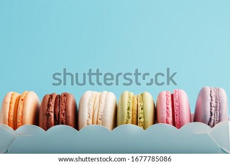 sobremesa · bolo · macaron · branco · caixa - foto stock © DenisMArt