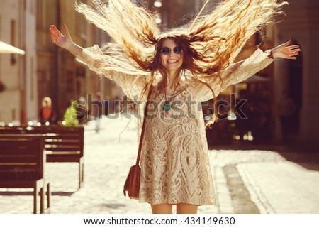 Foto gioioso hippie donna indossare Foto d'archivio © deandrobot