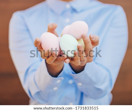 рук окрашенный яйца Сток-фото © artjazz