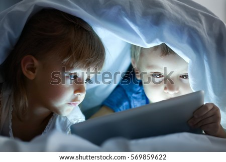Portré boldog testvérek pléd ágy hálószoba Stock fotó © Lopolo