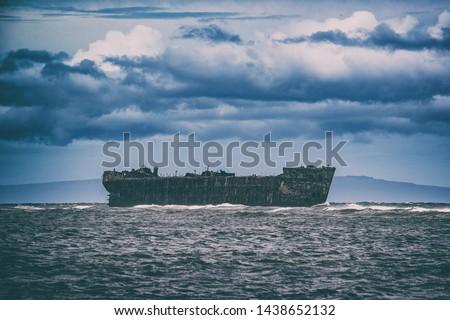 gemi · enkazı · kaza · kayalar · plaj · güneş · gün · batımı - stok fotoğraf © maridav