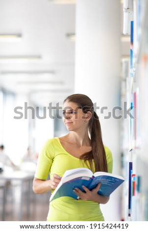 diák · könyvtár · boldog · nő · keresés · könyv - stock fotó © lightpoet
