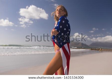 Vista laterale bandiera americana spiaggia donna Foto d'archivio © wavebreak_media