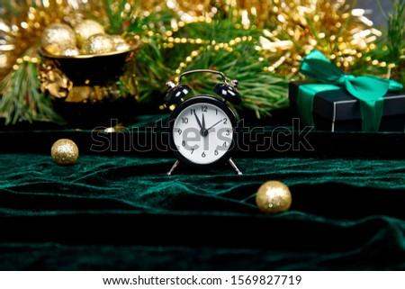 karácsony · ébresztőóra · fenyőfa · ág · pezsgő · szemüveg - stock fotó © illia