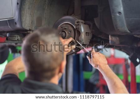 Otomotiv süspansiyon mekanik eller kullanılmış Stok fotoğraf © simazoran