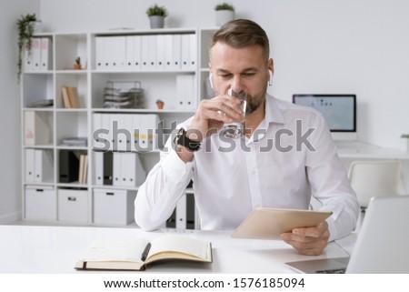 занят зрелый голову бизнеса компания питьевая вода Сток-фото © pressmaster