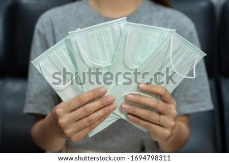 Femmes antivirus médicaux visage masques Photo stock © snowing