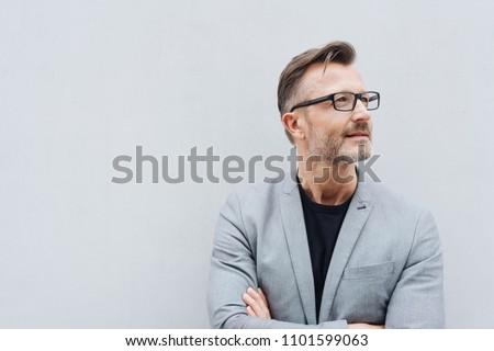 молодые · бизнесмен · оружия · сложенный · глядя · белый - Сток-фото © wavebreak_media