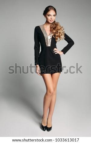 Modieus brunette vrouw lang slank benen Stockfoto © nenetus