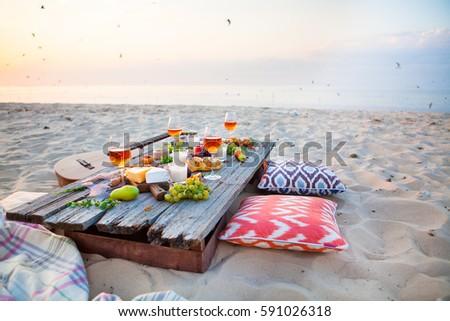 strand · picknicktafel · steeg · wijn · partij · voedsel - stockfoto © yatsenko