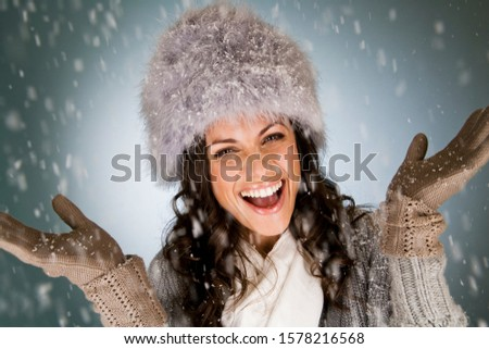 Portré mosolygó nő toll szőr visel mesterséges Stock fotó © wavebreak_media