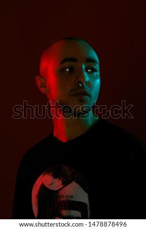 vermelho · barbudo · homem · estúdio · retrato · escuro - foto stock © julenochek