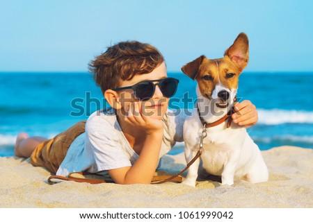 Kettő fiatal nők pihen tengerpart nő Stock fotó © IS2