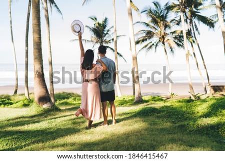 Ver recém-casados em pé montanhas noivo Foto stock © ruslanshramko