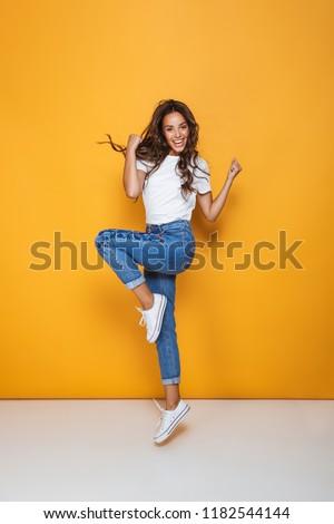 Retrato niña feliz largo pelo oscuro saltar Foto stock © deandrobot