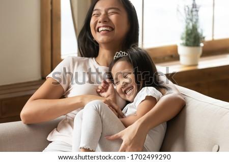 семьи · парка · пикника · смеясь · трава · ребенка - Сток-фото © deandrobot