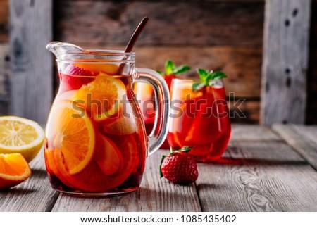 üveg kancsó jeges eper narancs alma Stock fotó © dashapetrenko
