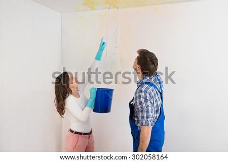 mulher · trabalhador · água · teto · balde - foto stock © andreypopov