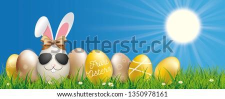 Foto stock: Cielo · azul · feliz · pascua · gafas · de · sol · liebre · huevos · cinta