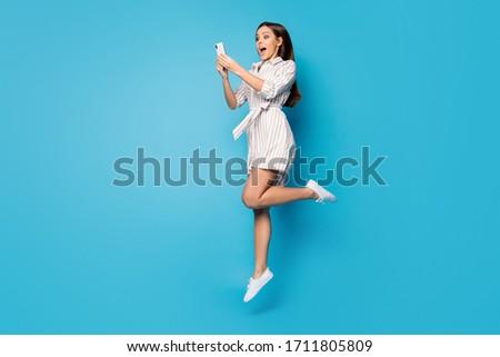 笑顔の女性 · 写真 · 携帯電話 · 黒 · 美人 · 女性 - ストックフォト © deandrobot
