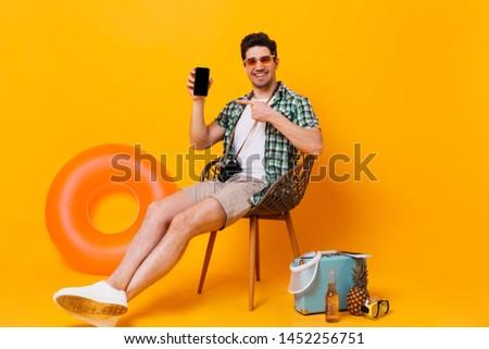 Nyár életstílus portré férfi ül narancs Stock fotó © galitskaya
