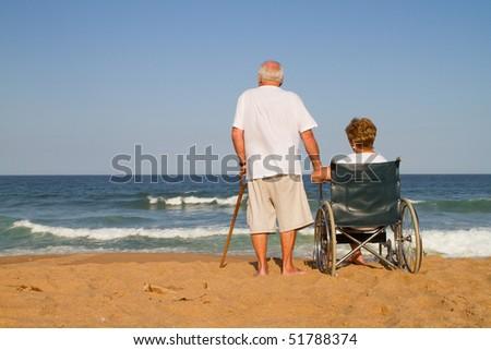 Widok z tyłu niepełnosprawnych starszy człowiek patrząc ocean Zdjęcia stock © wavebreak_media