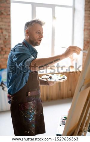 Ocupado pintor delantal denim camisa de trabajo Foto stock © pressmaster