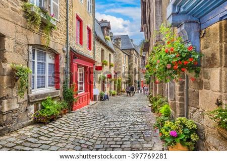 Fachada antigua histórico tradicional casa ciudad Foto stock © artjazz