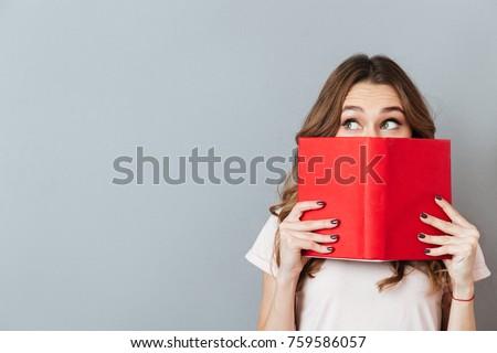 Bella donna piedi libri grigio sorriso Foto d'archivio © deandrobot