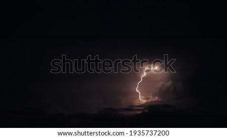 Bliksem nacht stad onweersbui huis natuur Stockfoto © bezikus