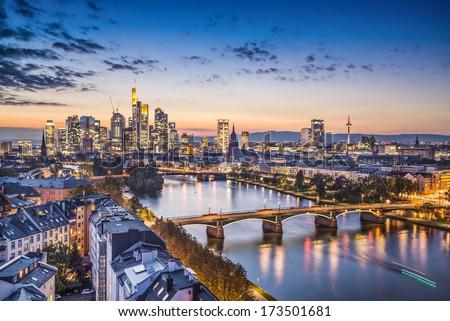Stockfoto: Skyline · Frankfurt · Duitsland · nacht · financiële · centrum