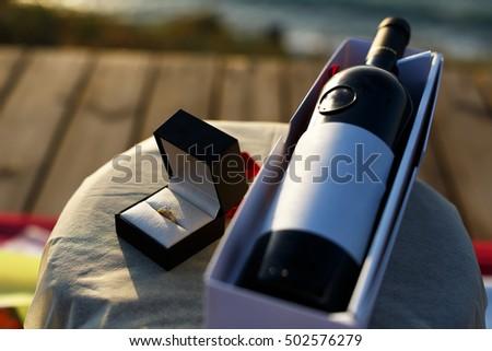 Házasság javaslat gyűrű borospohár rózsa üveg Stock fotó © pavlovski
