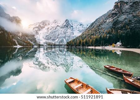 alpino · puesta · de · sol · nieve · montana · invierno · azul - foto stock © leonidtit