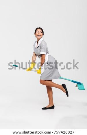 Foto belachelijk jonge brunette vrouw Stockfoto © deandrobot