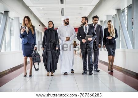 Közel-keleti férfi kaukázusi beszél üzlet iroda Stock fotó © monkey_business