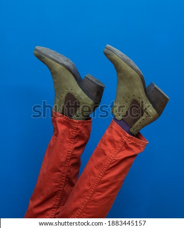 Lábak felfelé fiatal nő kék nadrág cipők Stock fotó © artjazz