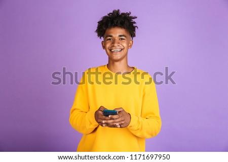 Retrato alegre africano americano homem bluetooth Foto stock © deandrobot