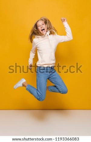 Foto feliz mujer dentales tirantes Foto stock © deandrobot