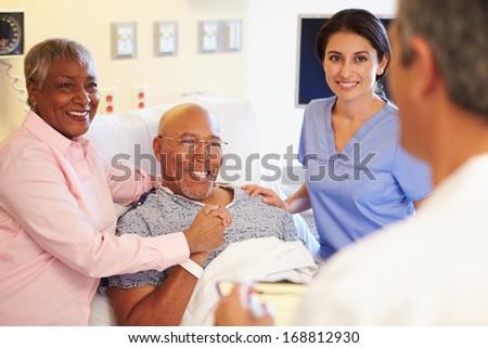 arts · praten · senior · vrouw · ziekenhuis · chinese - stockfoto © feverpitch