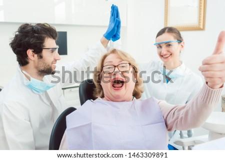 Dentistas paciente cirugía bit superior excitado Foto stock © Kzenon