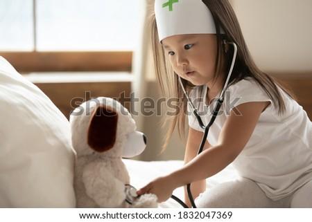 ストックフォト: 医師 · リスニング · 患者 · ハートビート · 聴診器