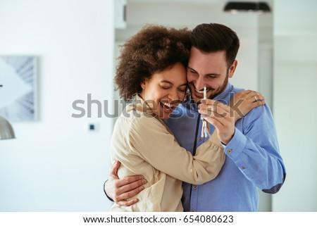 Couple heureux touches nouvelle modernes Photo stock © vkstudio